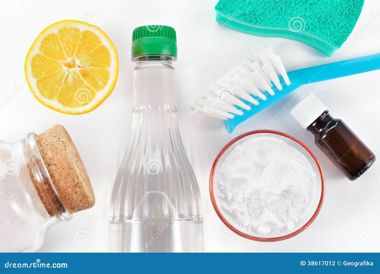 Natuurlijke reinigingsmachine. Azijn, zuiveringszout, zout, citroen
