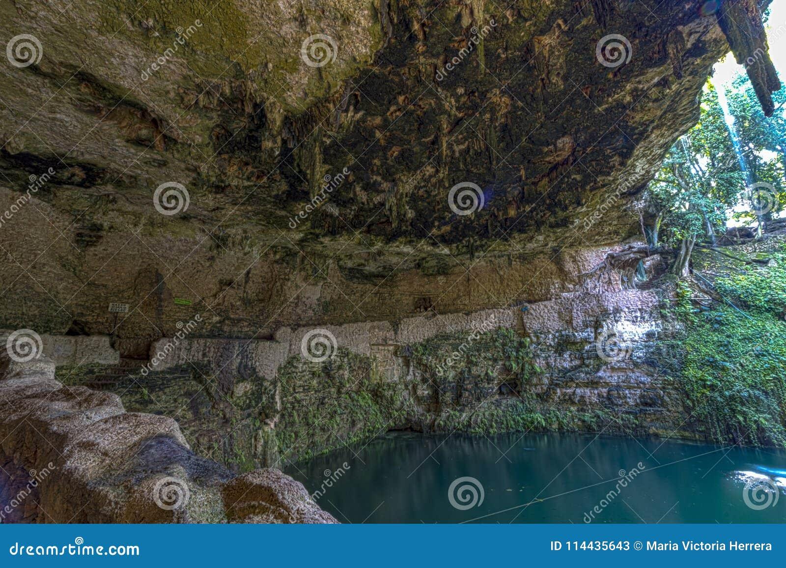 Natuurlijke sinkhole in Mexico