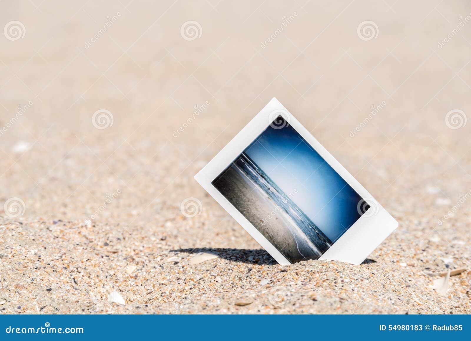 Natychmiastowa fotografia Z Urlopowymi wspominkami Na plaży