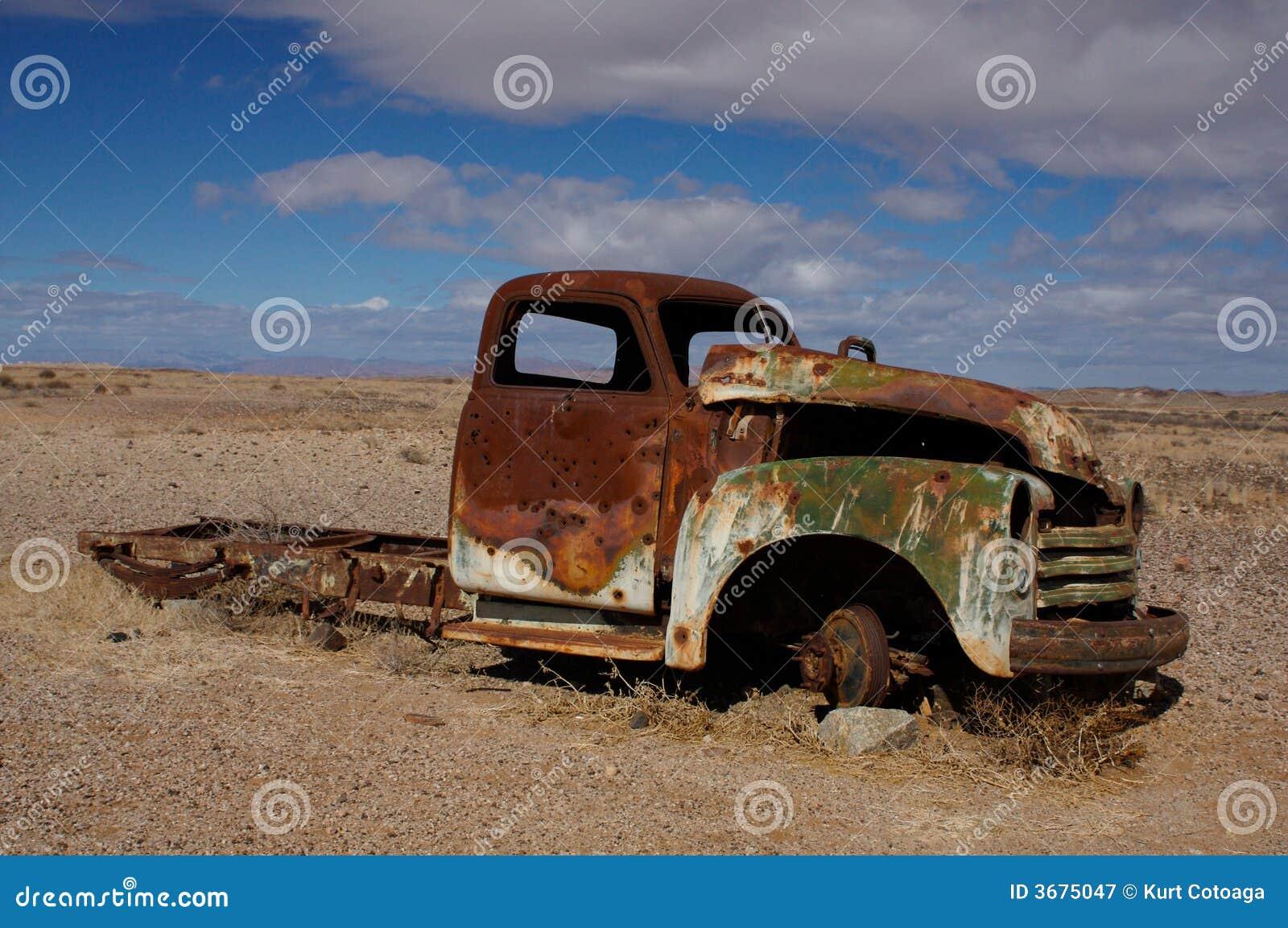 Download Naufragio Dell'automobile Della Ruggine Immagine Stock - Immagine di vecchio, rovina: 3675047