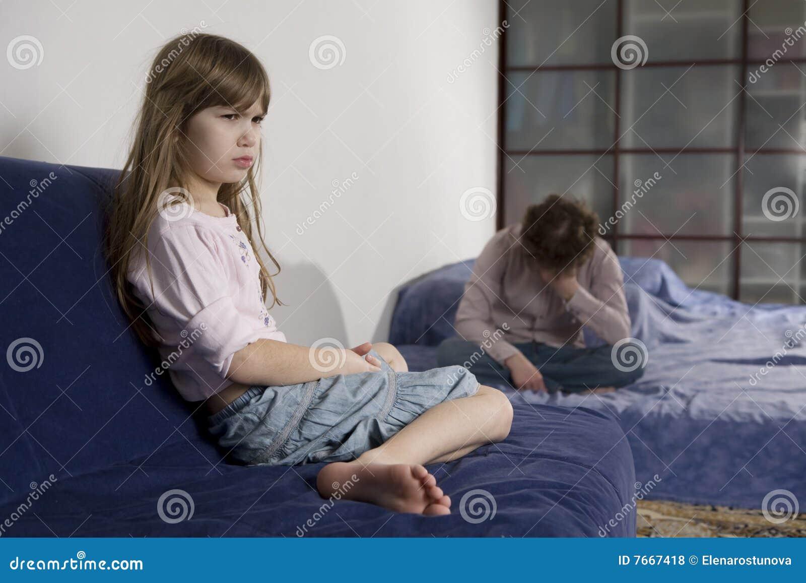 Смотреть как наказывают непослушных девушек 1 фотография