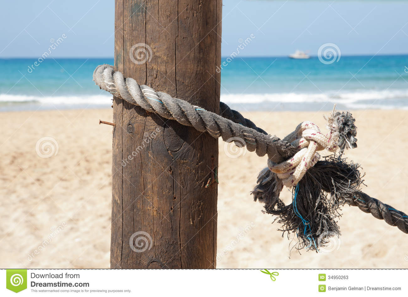 Idea remarkable, Bound to pole with rope that can