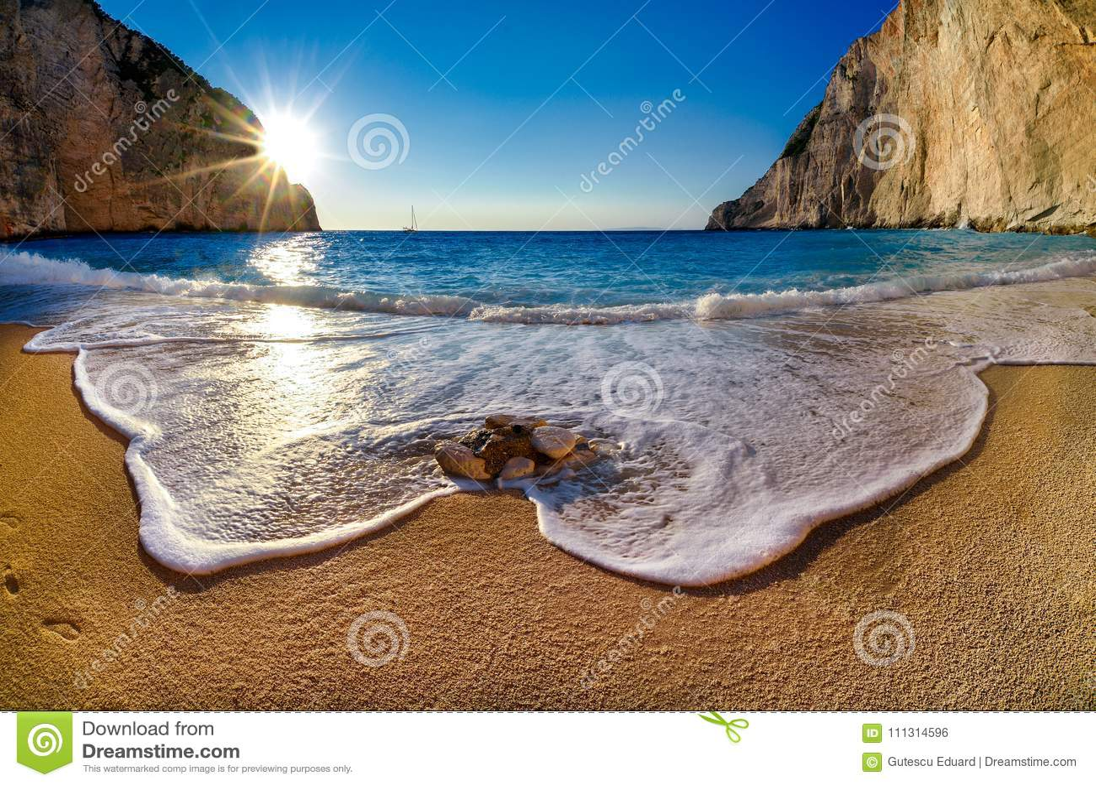 Navagio-Strand bei Sonnenuntergang in Zakyntos-Insel Griechenland