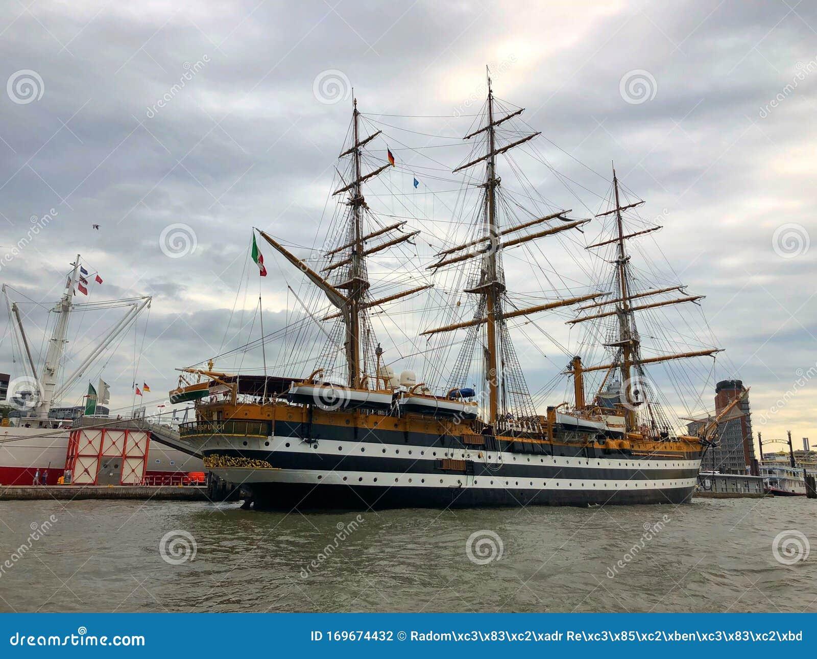 Nave Amerigo Vespucci Nel Porto Di Amburgo In Germania Fotografia  Editoriale - Immagine di porto, germany: 169674432
