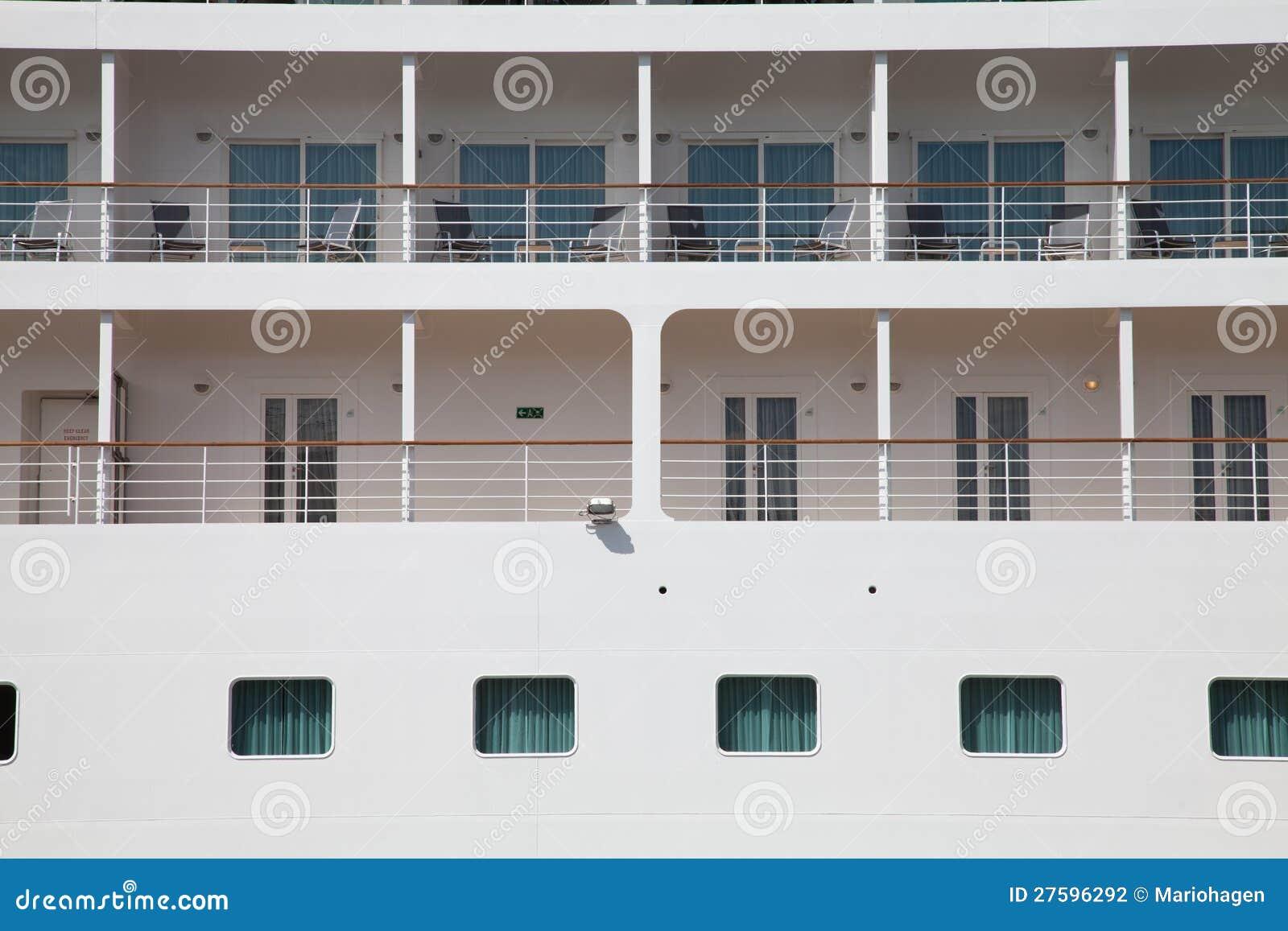 Nave da crociera esterna della cabina fotografia stock for Design della cabina e planimetrie