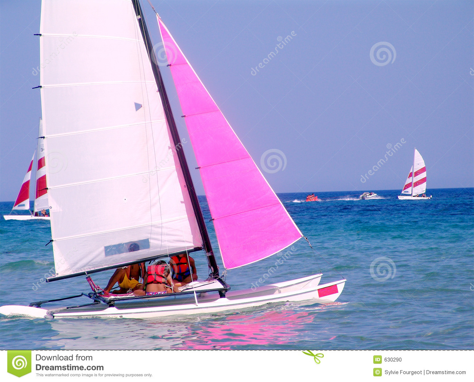 Nave di navigazione in mare.