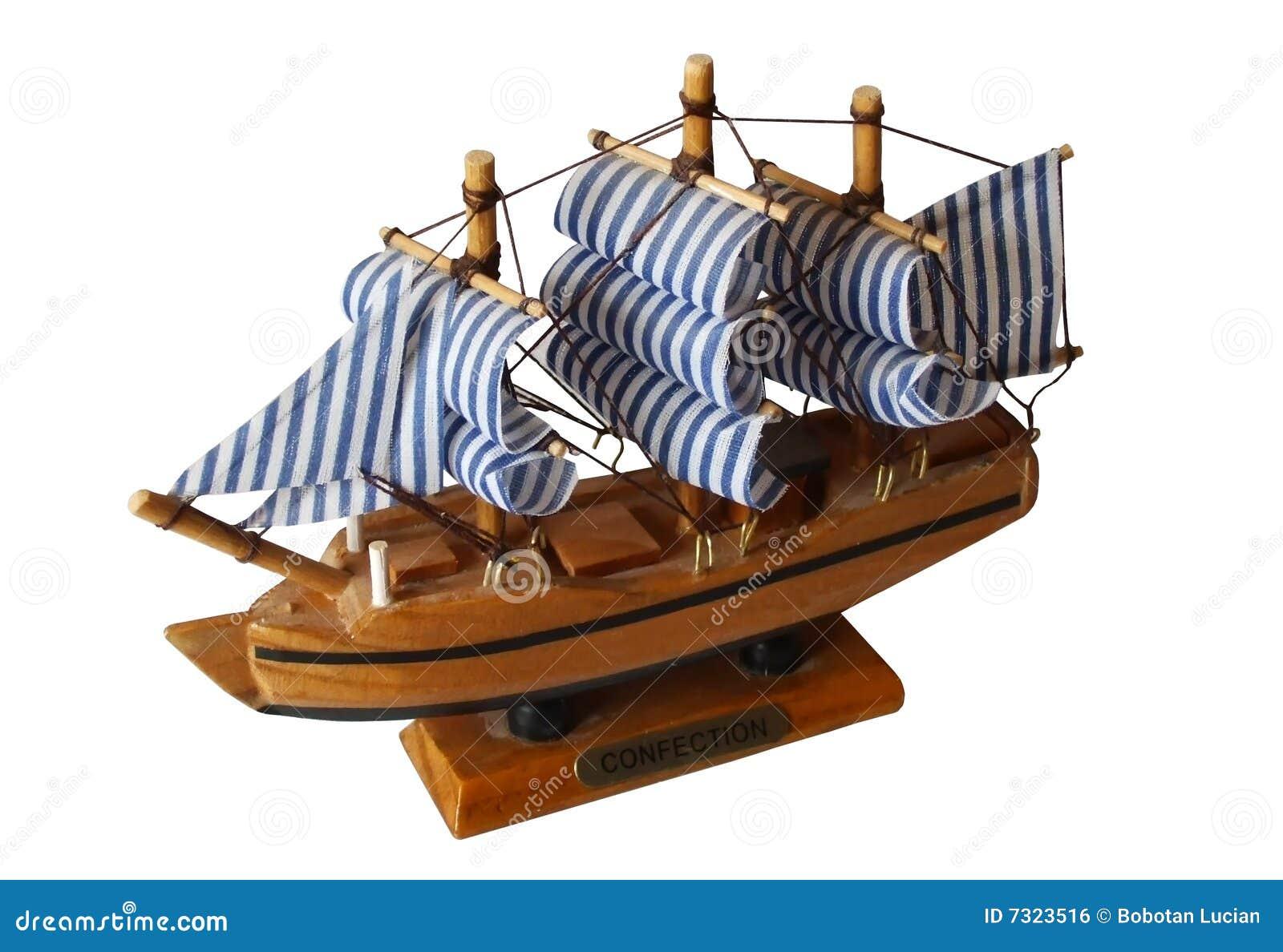 Nave di percorso di legno