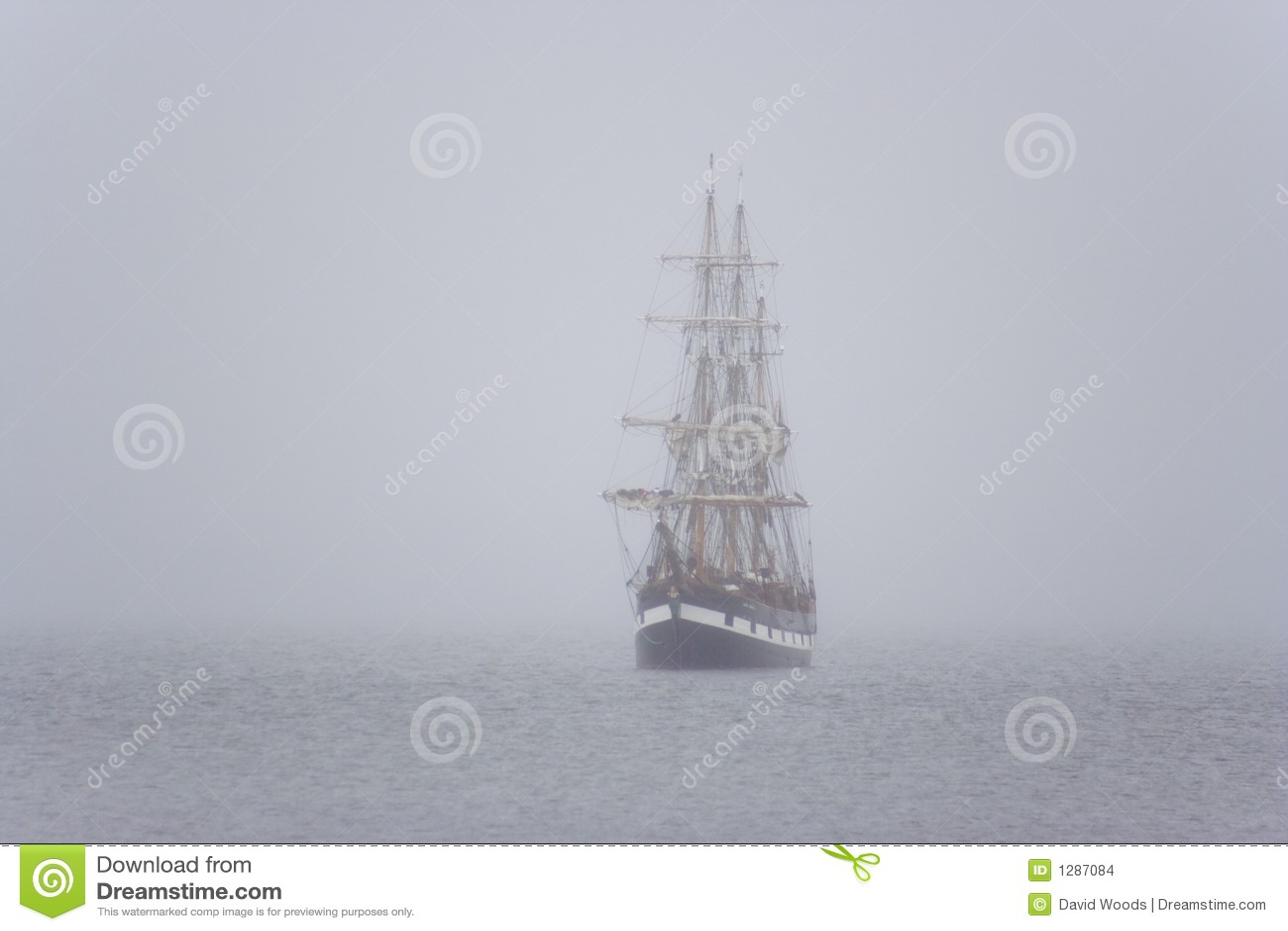 Nave en la niebla
