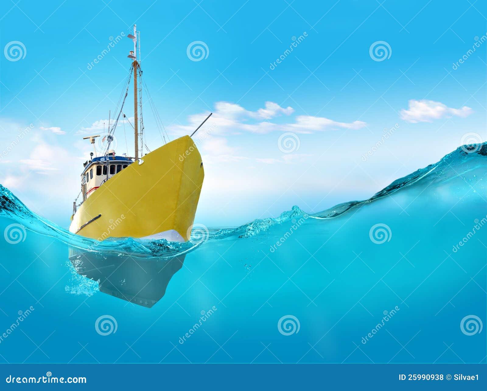 Nave nel mare