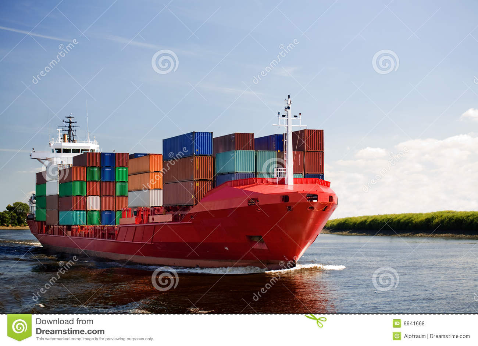 Nave porta-container del carico sul fiume