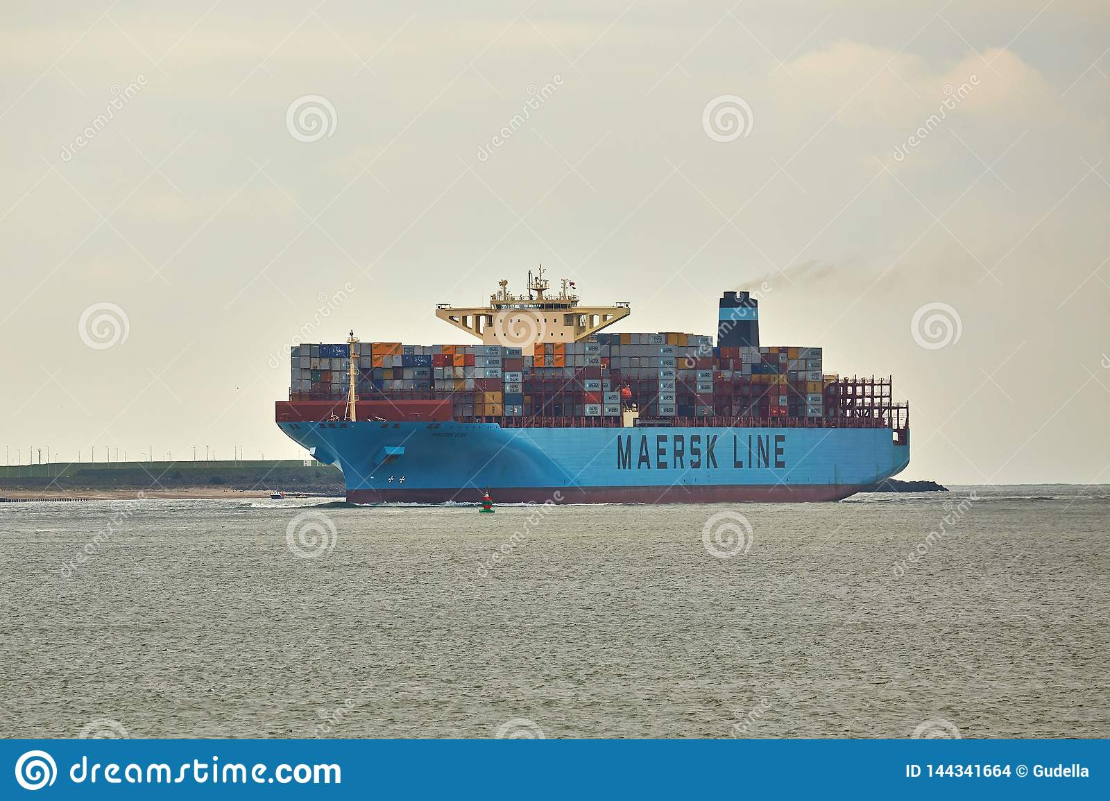 Nave porta-container enorme