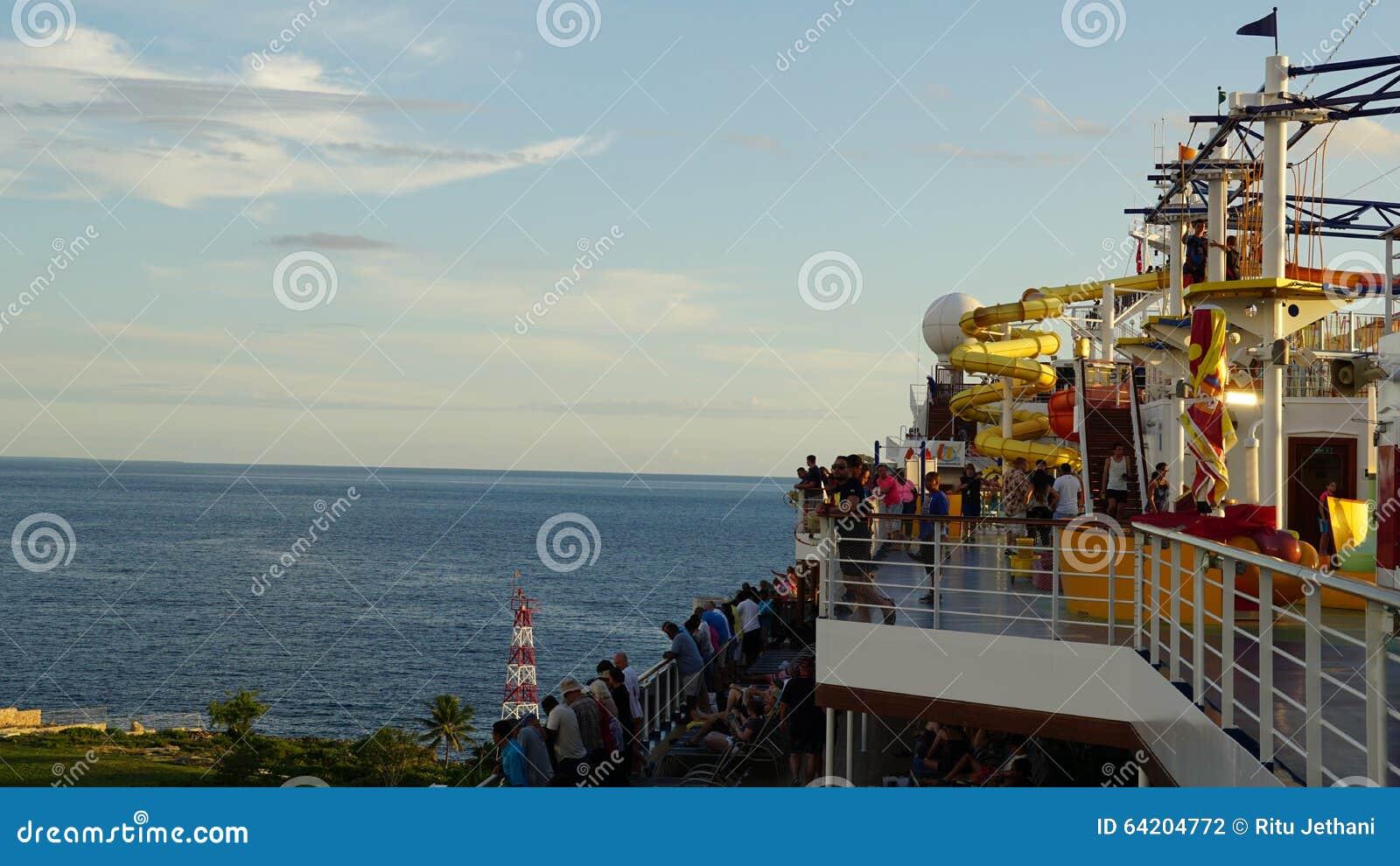 Navegación de la brisa del carnaval lejos del La Romana, República Dominicana