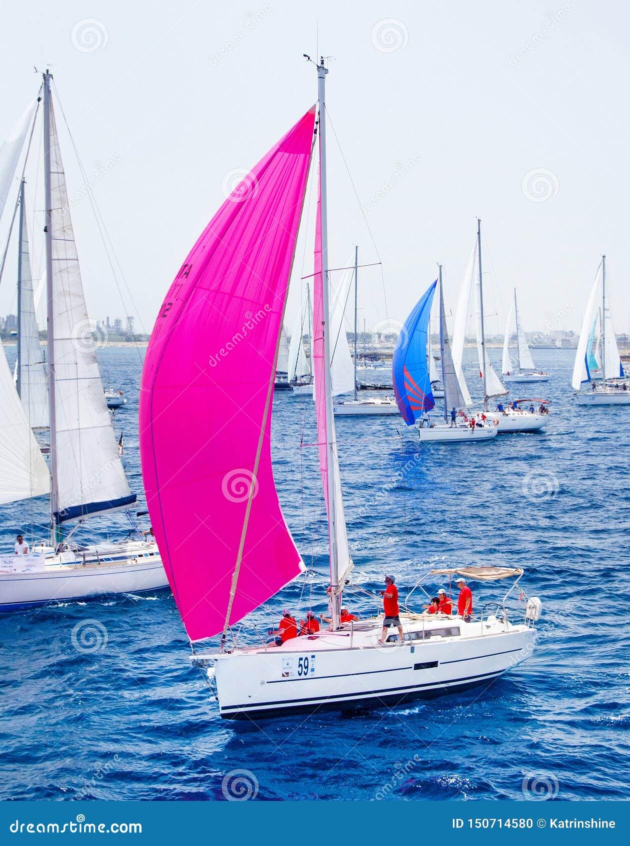 Navegación de los yates durante la regata Brindisi Corfú 2019
