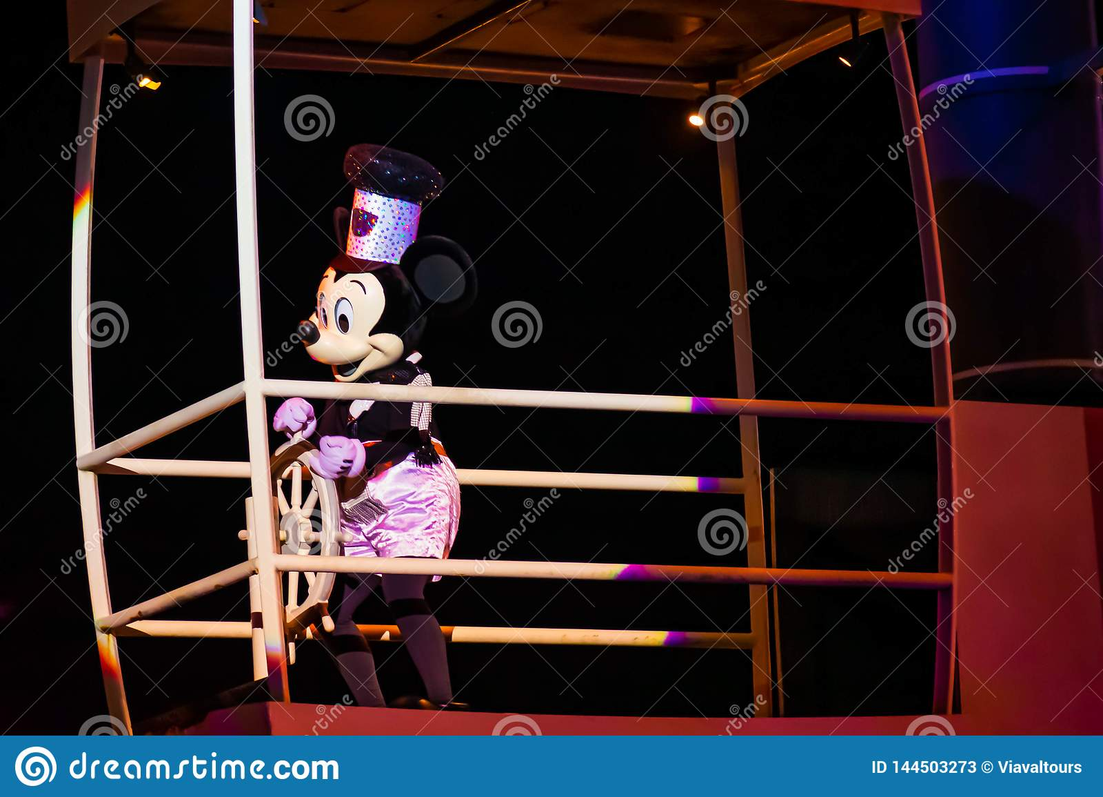 Navegación de Mickey Mouse en la demostración de Fantasmic en los estudios de Hollywood en Walt Disney World 2