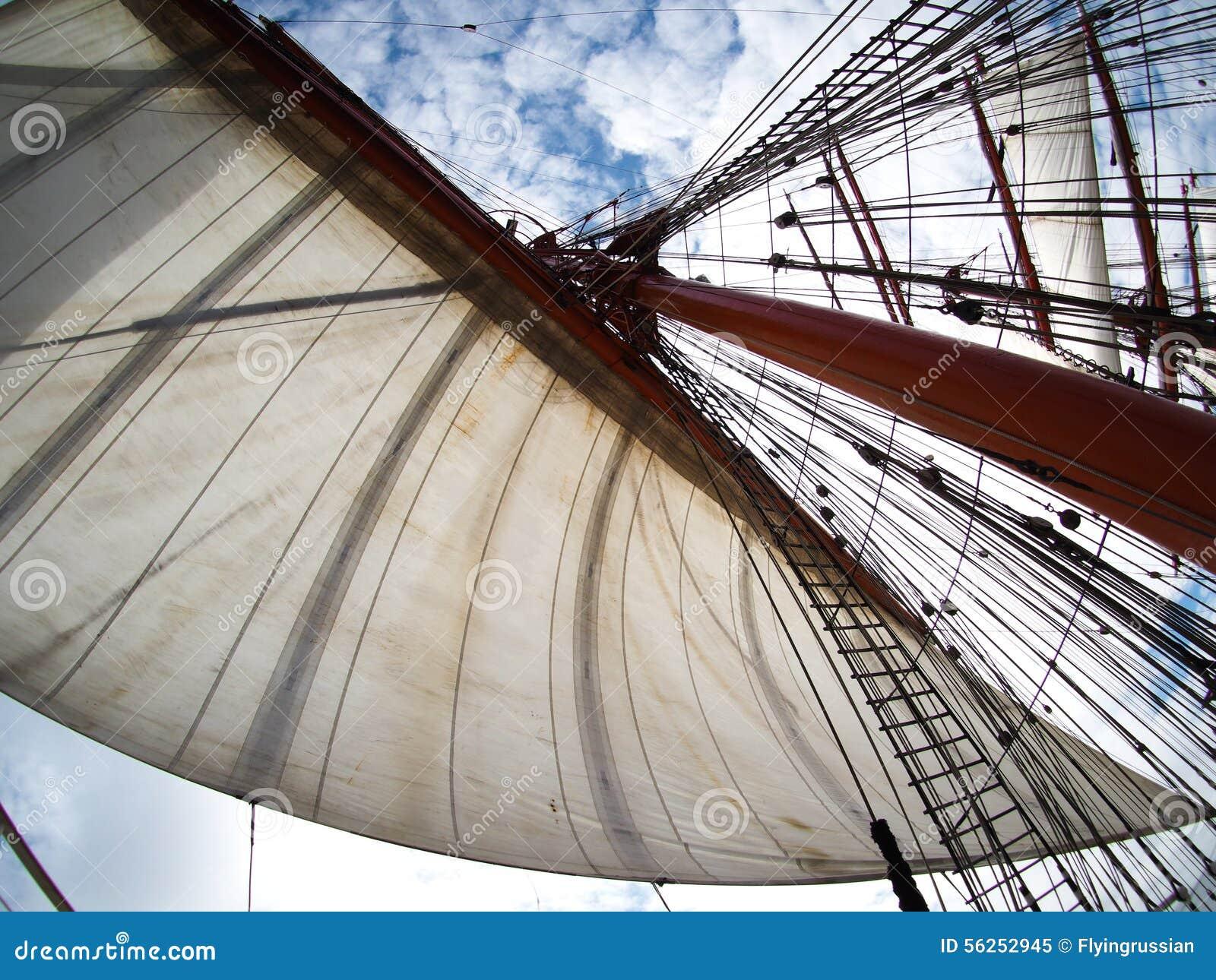 Navegando en tallship o el velero, vista de velas
