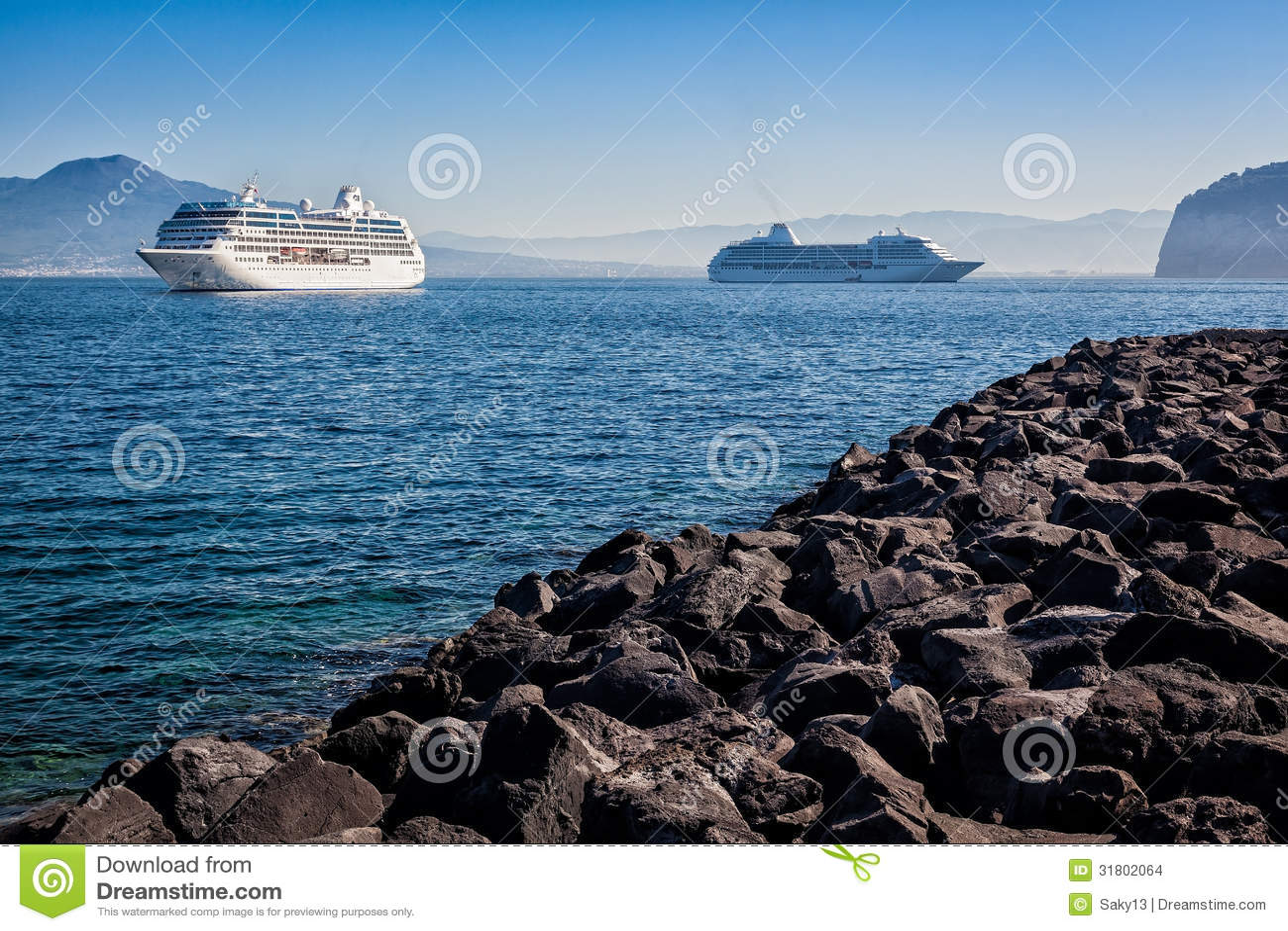 Naves en Sorrento que dirige a Capri, Italia