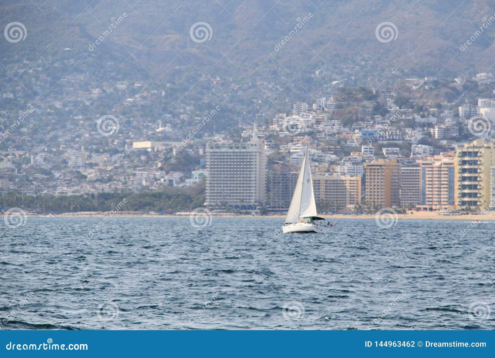 Navigação da embarcação em uma baía mexicana