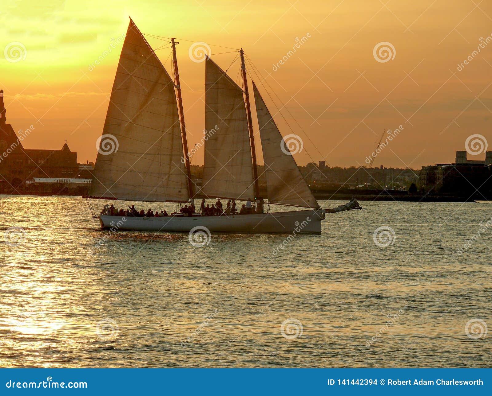 Navigação do por do sol em Hudson River