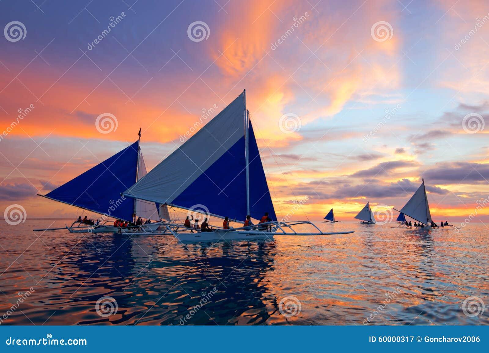 Navigazione di tramonto a Boracay, Filippine