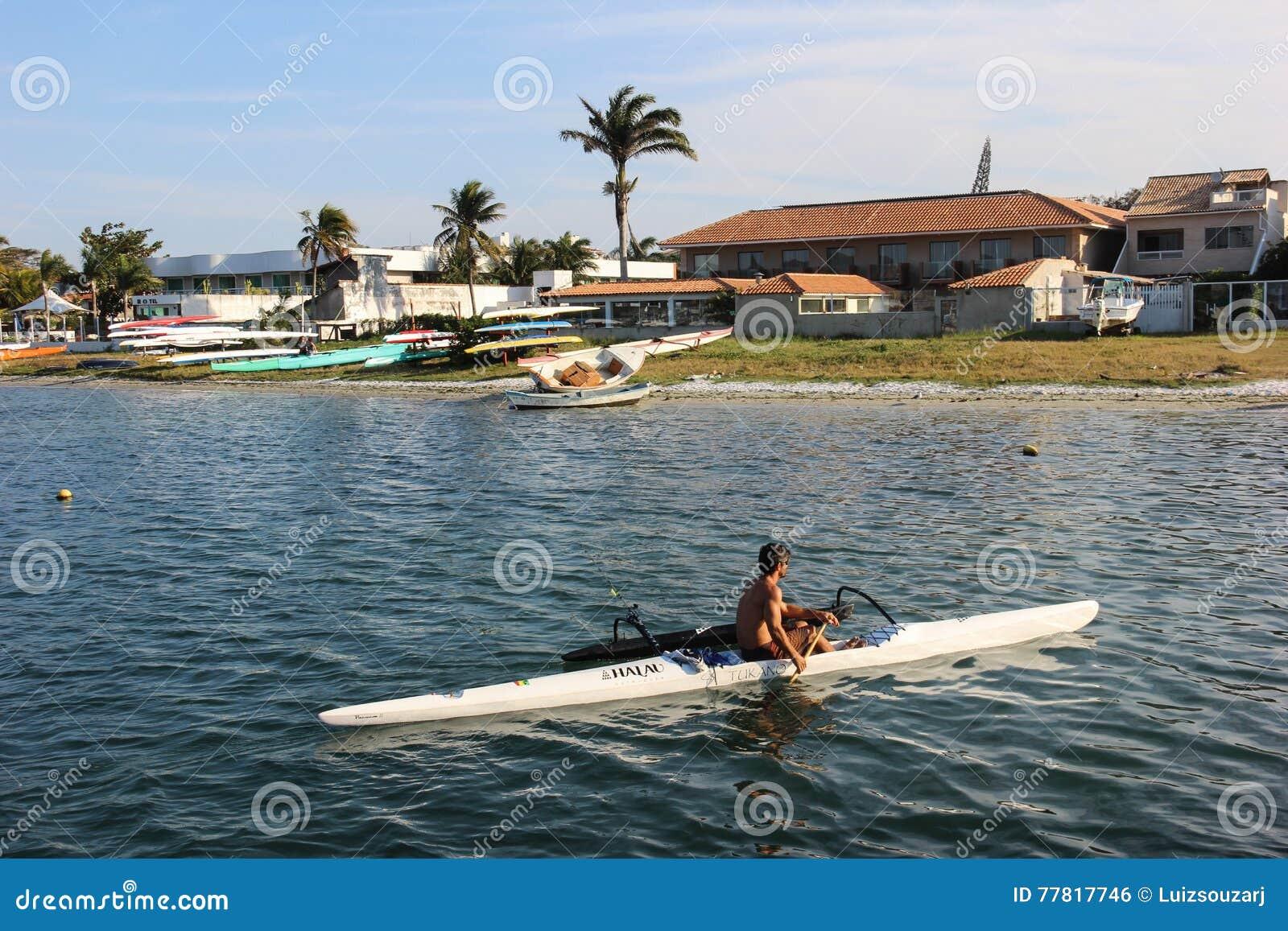 Navigera på den hawaianska kanoten