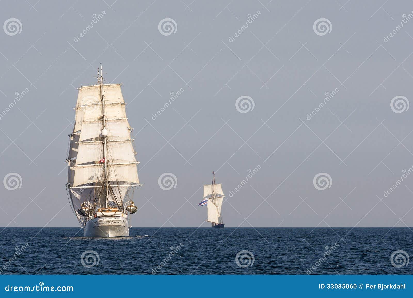 Navio alto Christian Radich de atrás