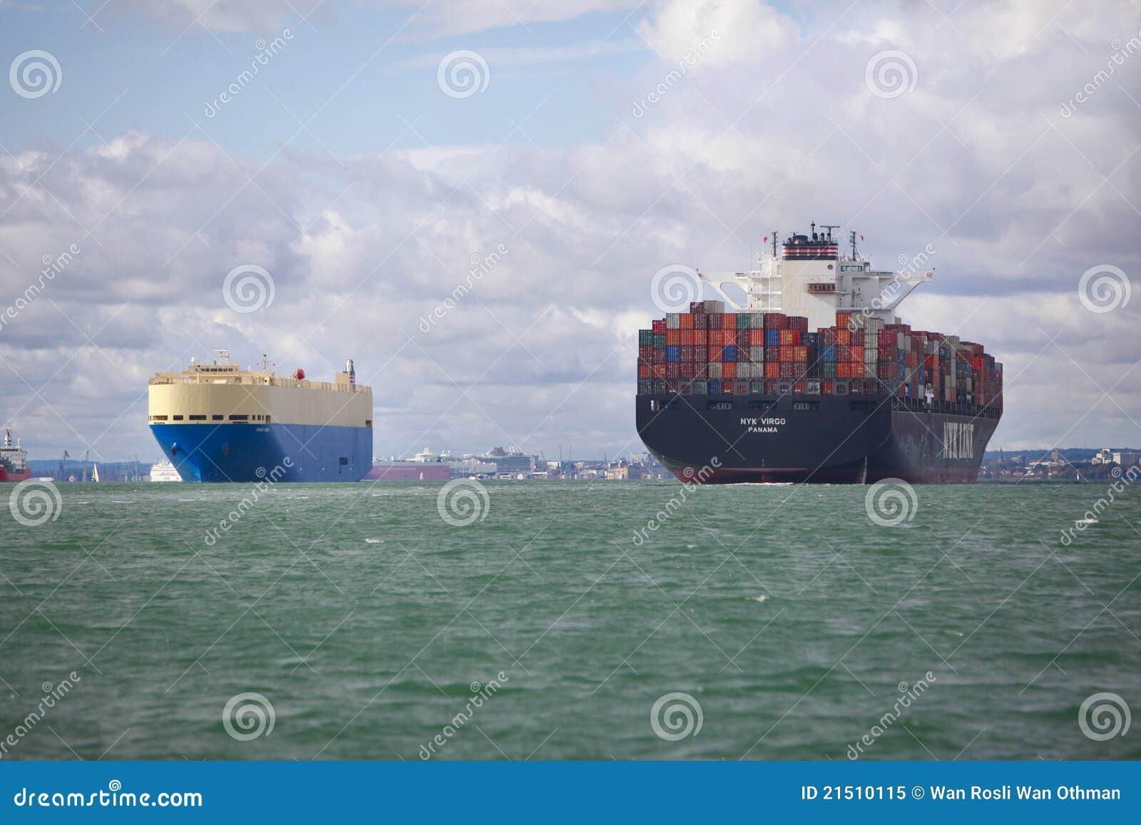 Navio da carga e de recipiente
