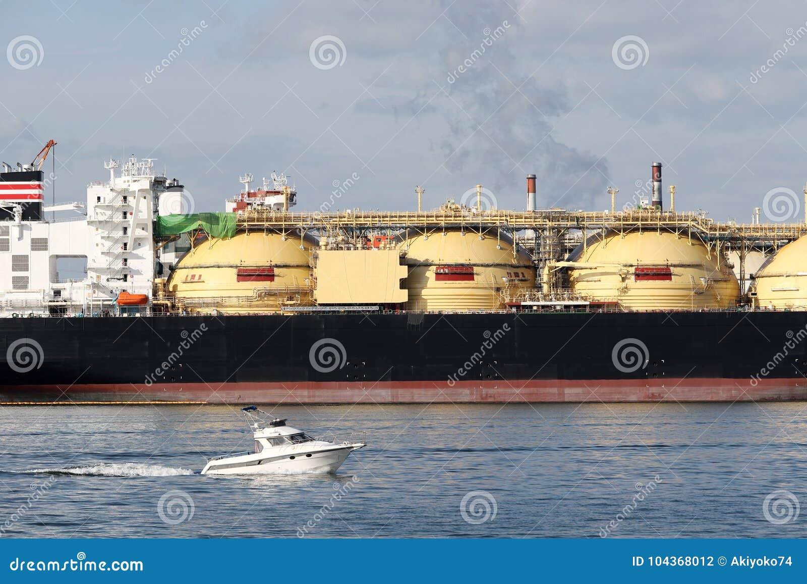 Navio de carga entrado no porto