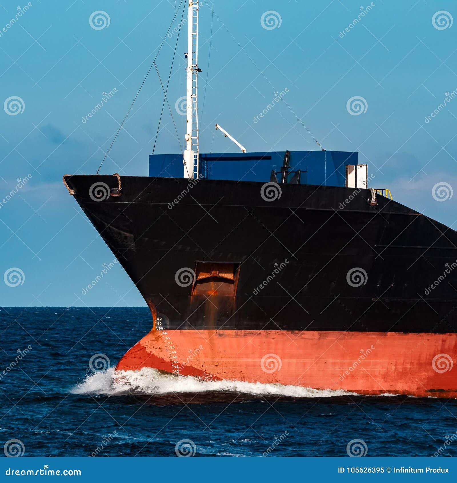 Navio de carga preto