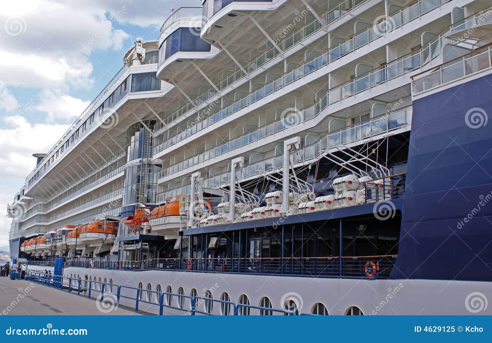 Navio de cruzeiros grande