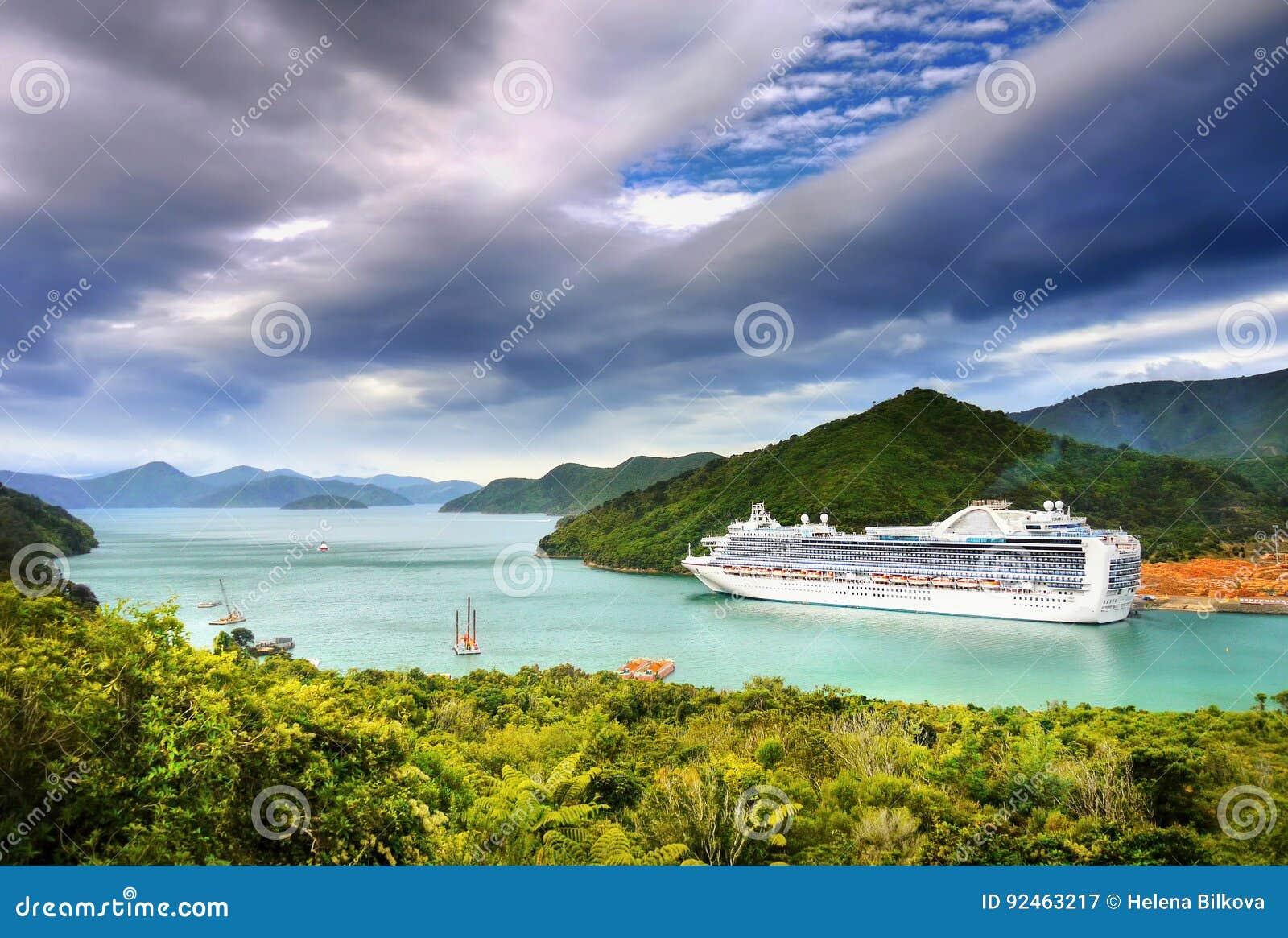 Navio de cruzeiros luxuoso
