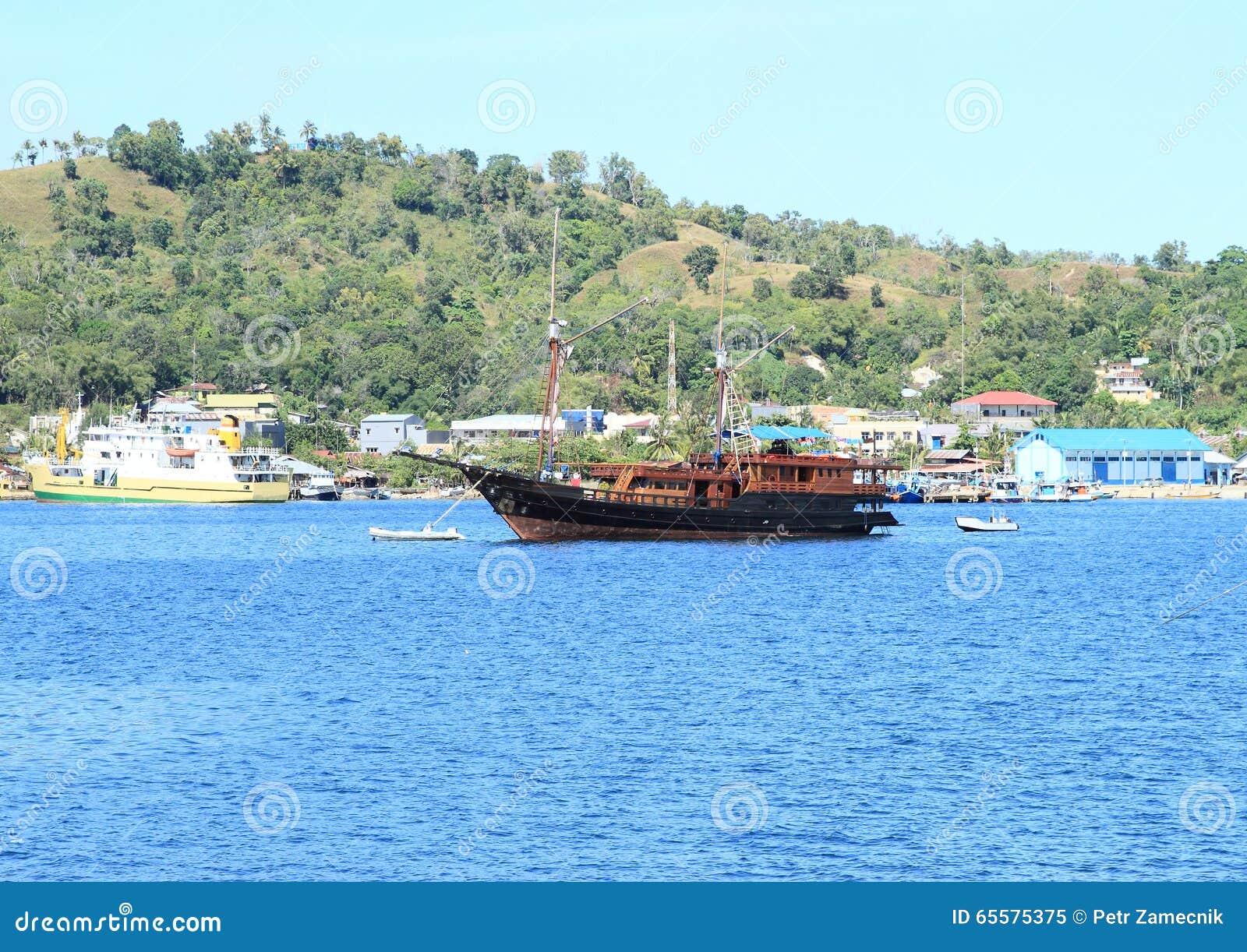 Navio de madeira histórico