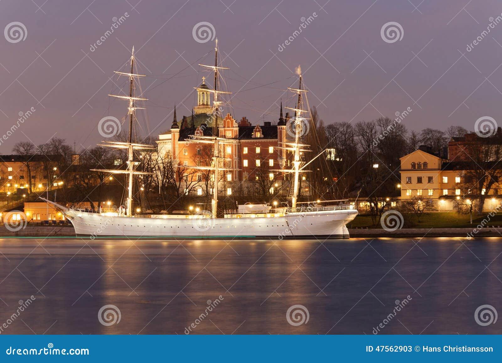 Navio de navigação velho