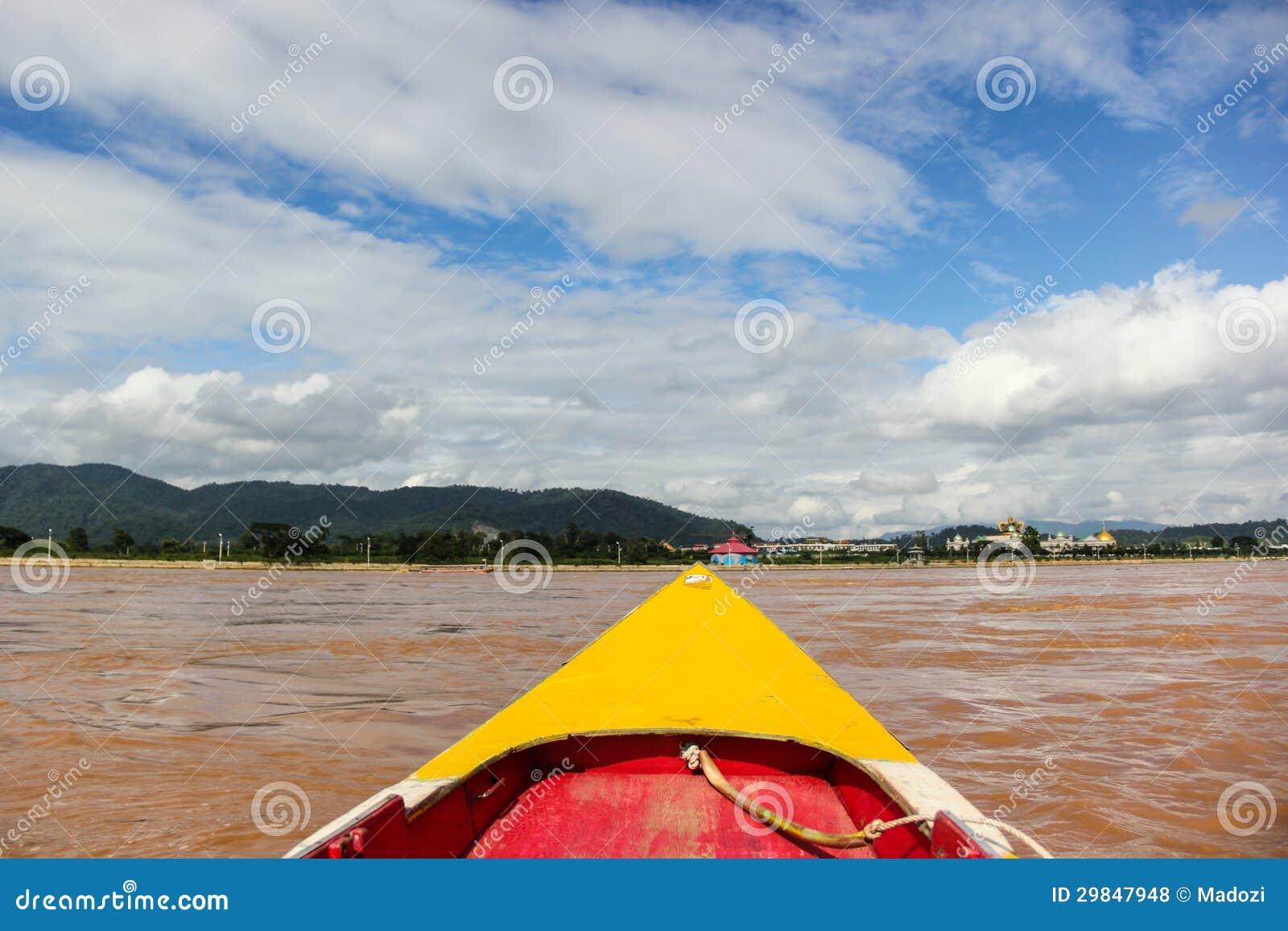 Navio de passageiro tailandês