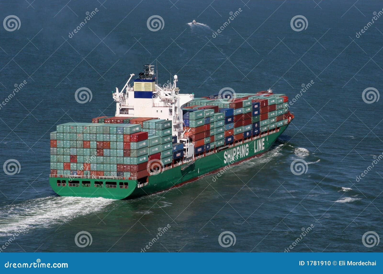 Navio de recipiente carregado