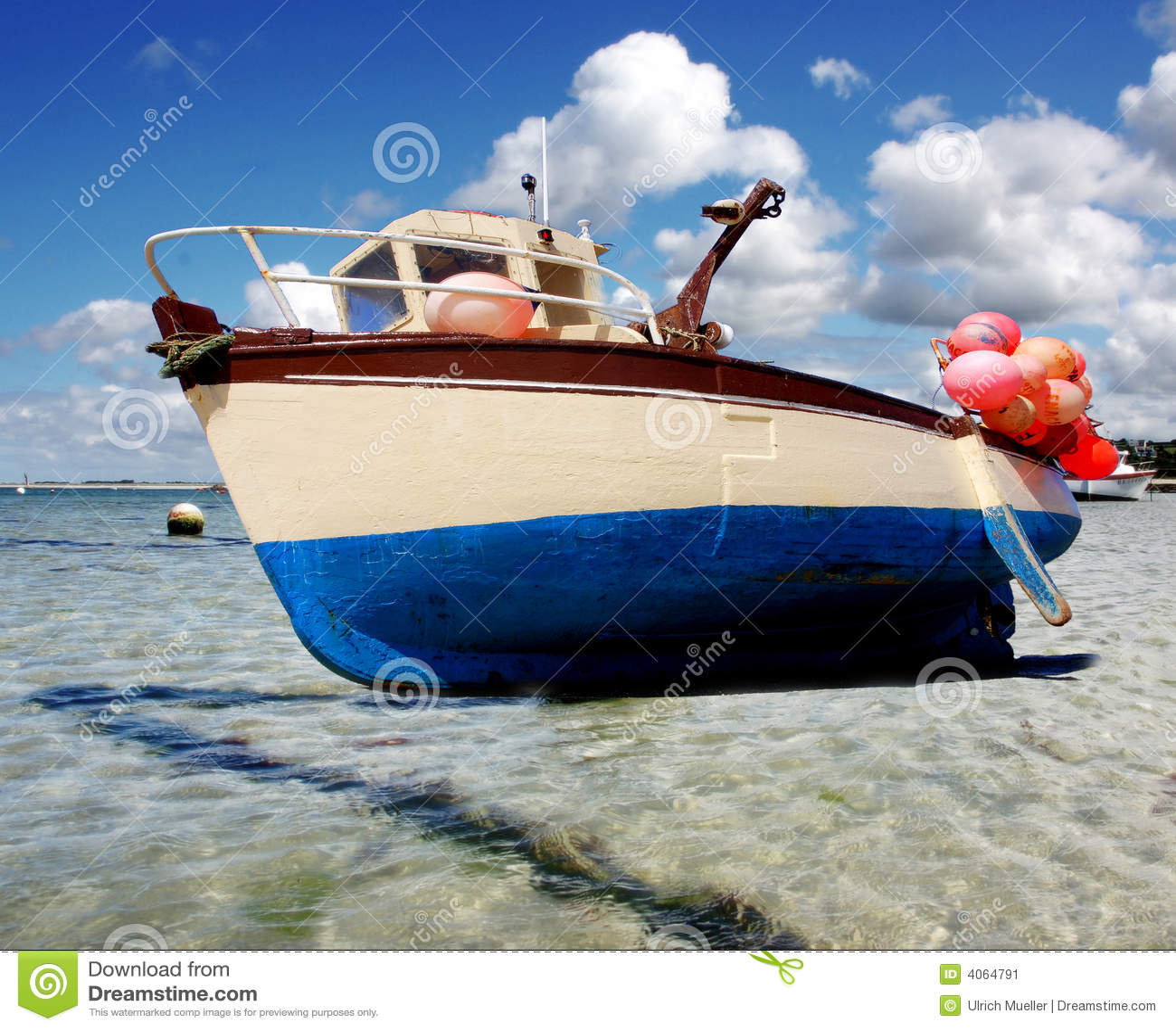 Navio pequeno da pesca