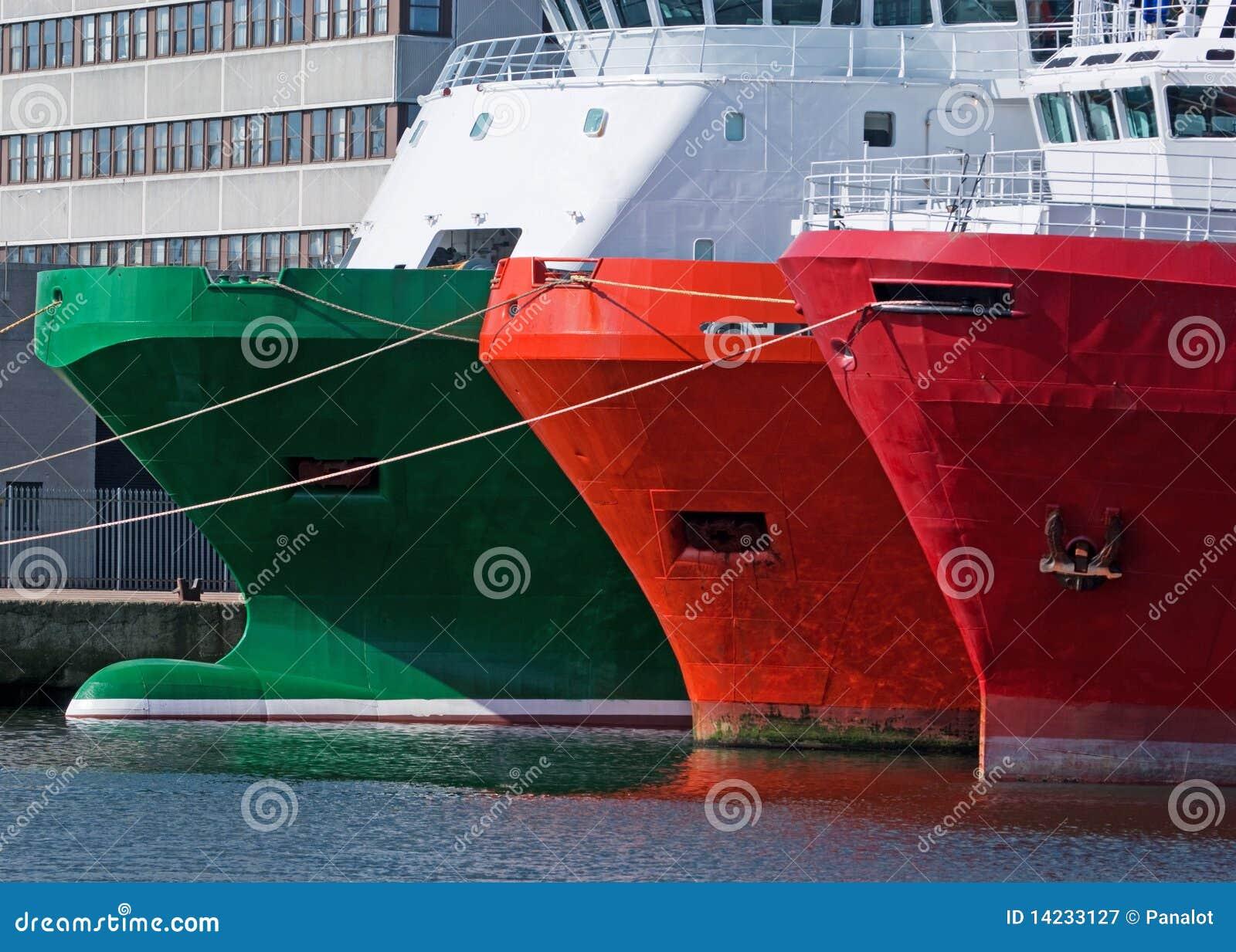 Navios amarrados