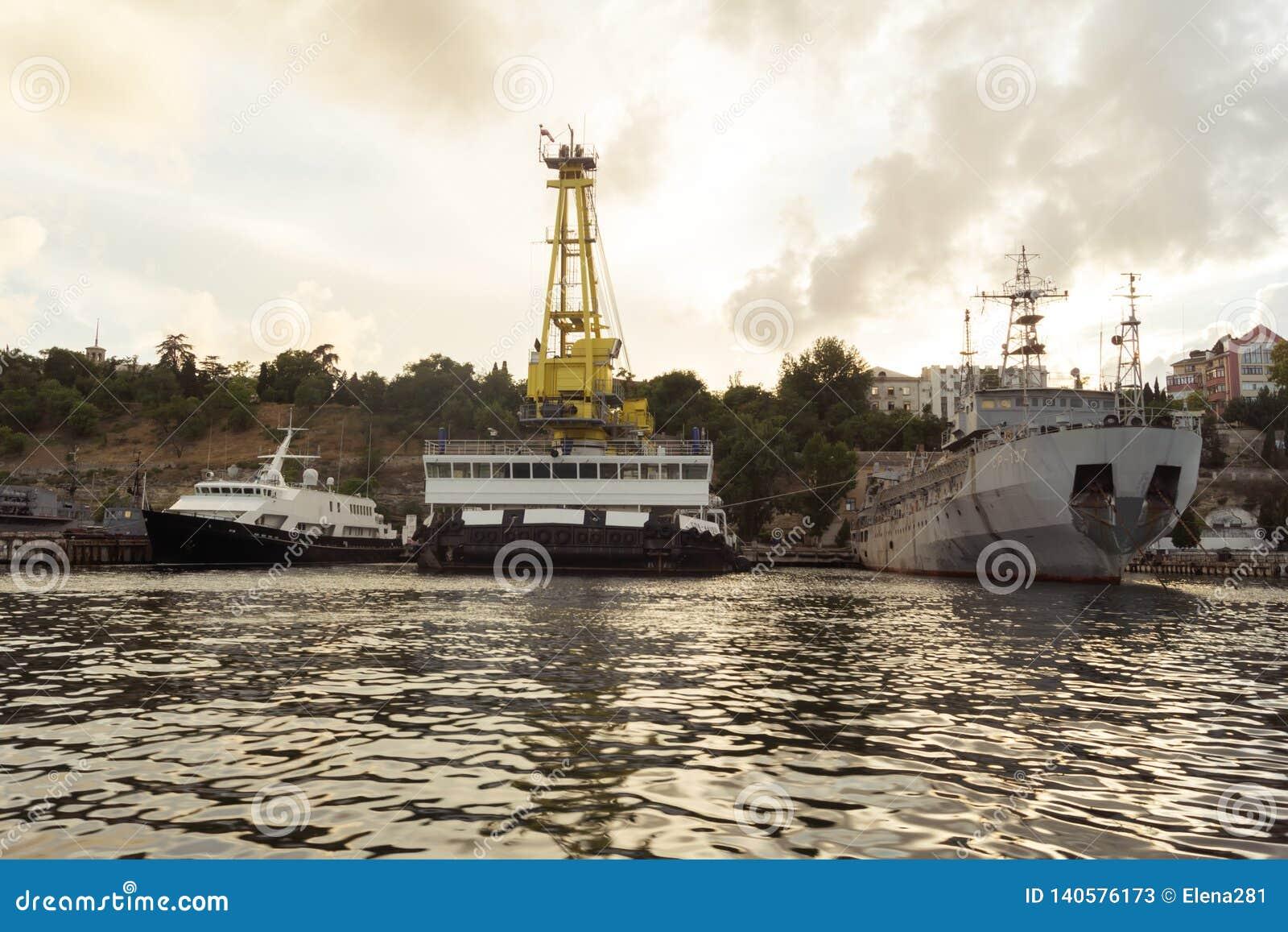 Navios na baía de Sevastopol, o inscription-CP-137, SPK-46150