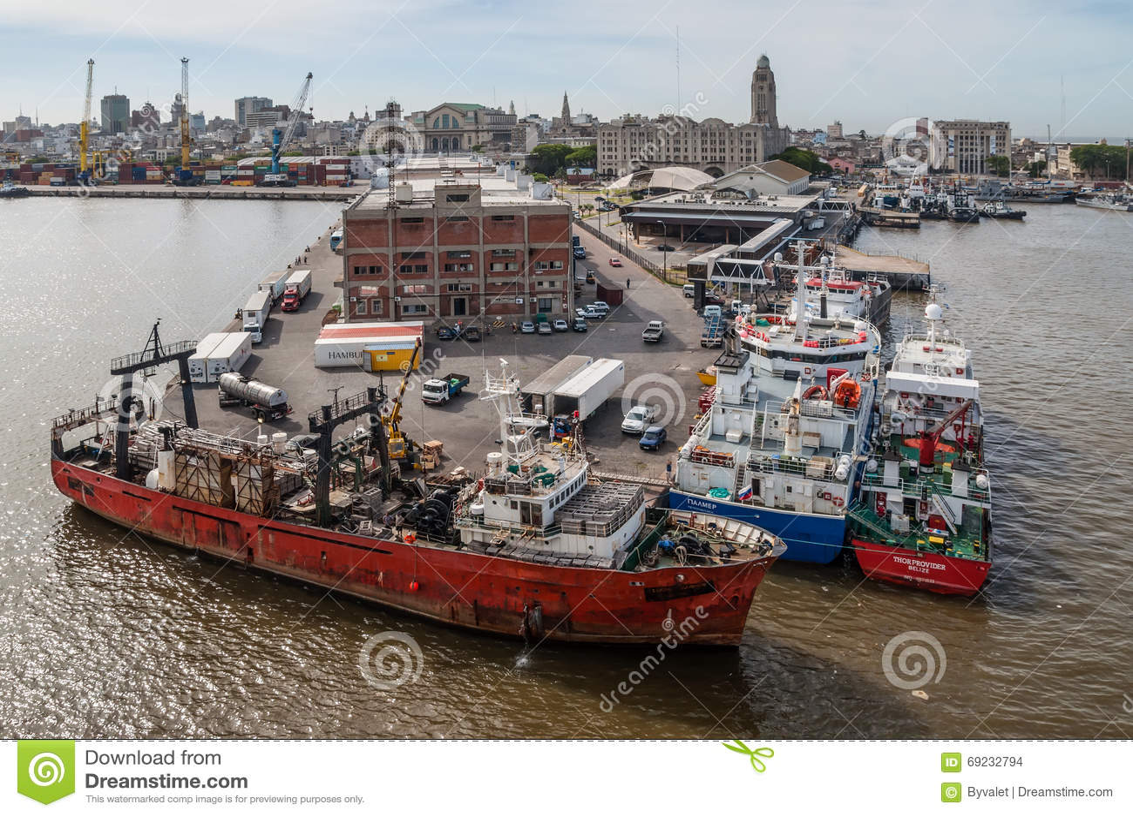 [Imagem: navios-no-porto-de-montevideo-uruguai-69232794.jpg]