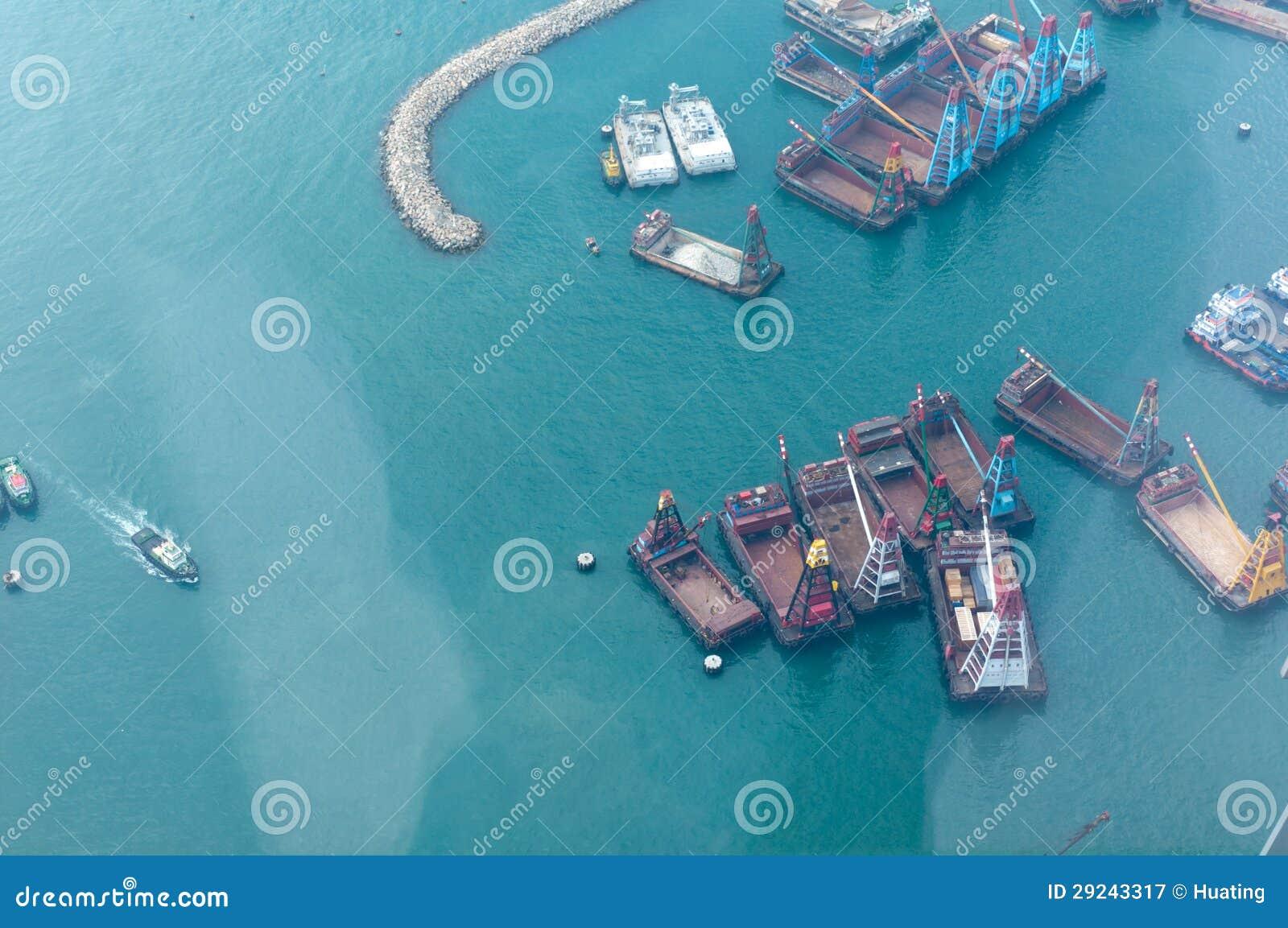 Download Navios No Porto De Victoria Em Hong Kong Fotografia Editorial - Imagem de importação, lighter: 29243317
