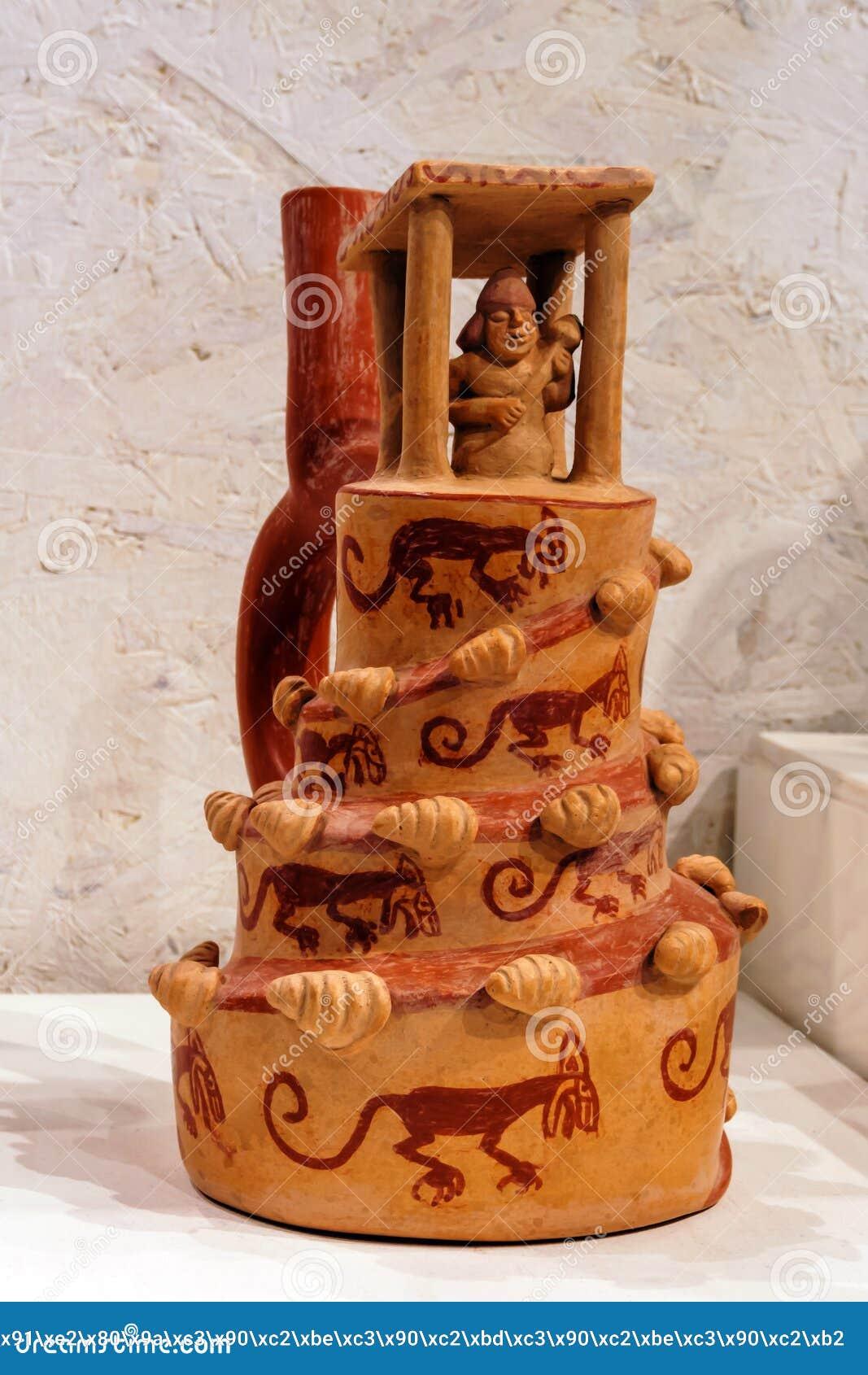 Navire en céramique antique sous forme de structure architecturale, culture de Moche