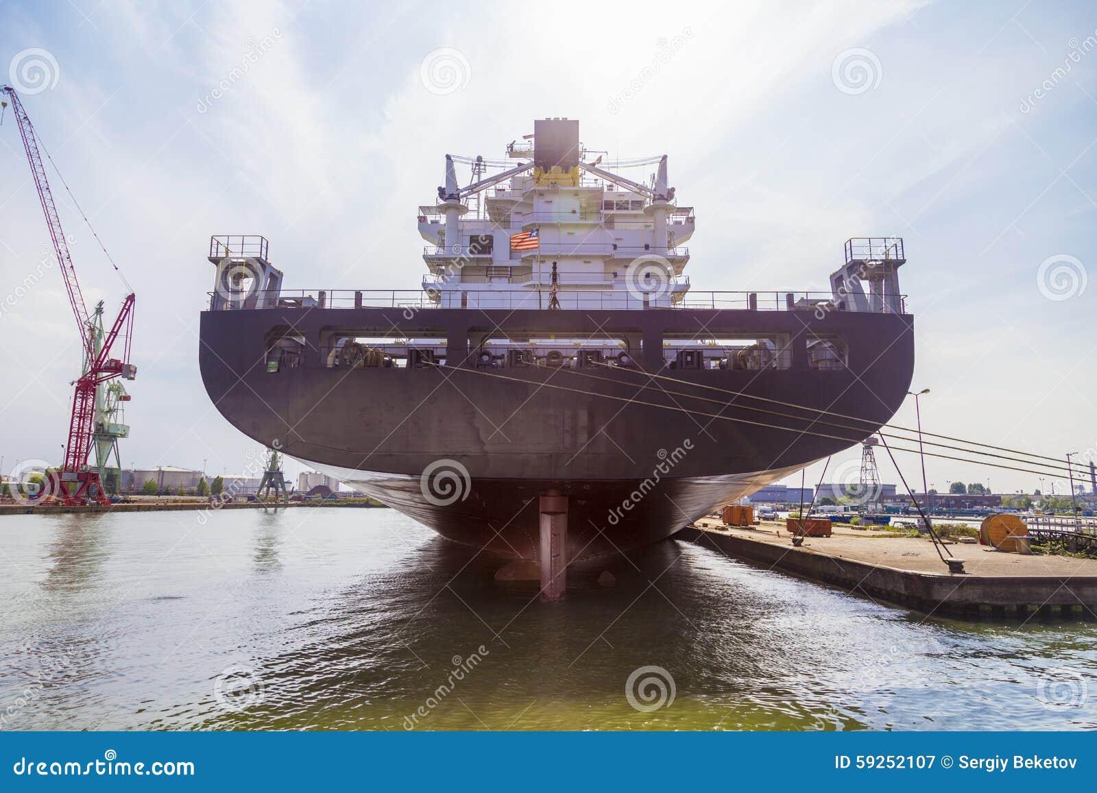 Navire porte conteneurs norme dans la cale s che pour la for Porte conteneur
