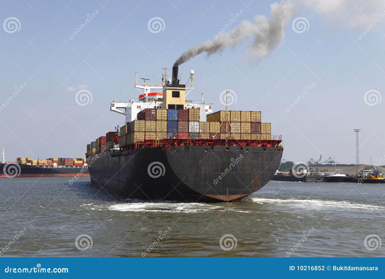 Navire porte conteneurs photographie stock image 10216852 for Porte conteneur