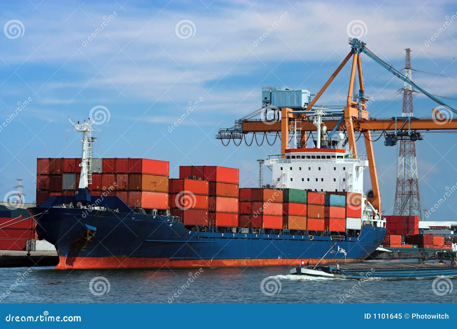 Navire porte conteneurs accoupl photo libre de droits for Porte conteneur