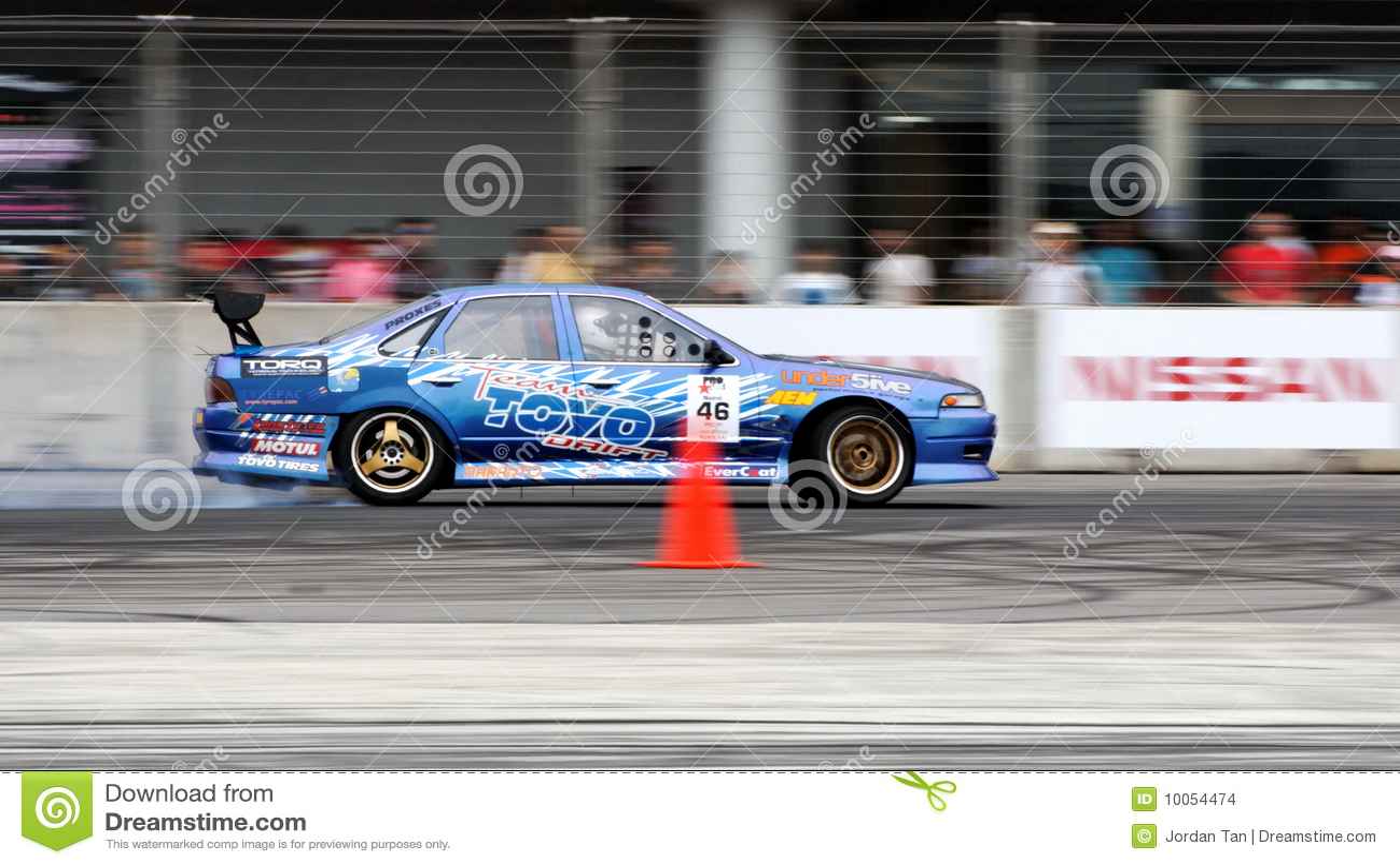 Nazrul que deriva no campeonato da tração da fórmula