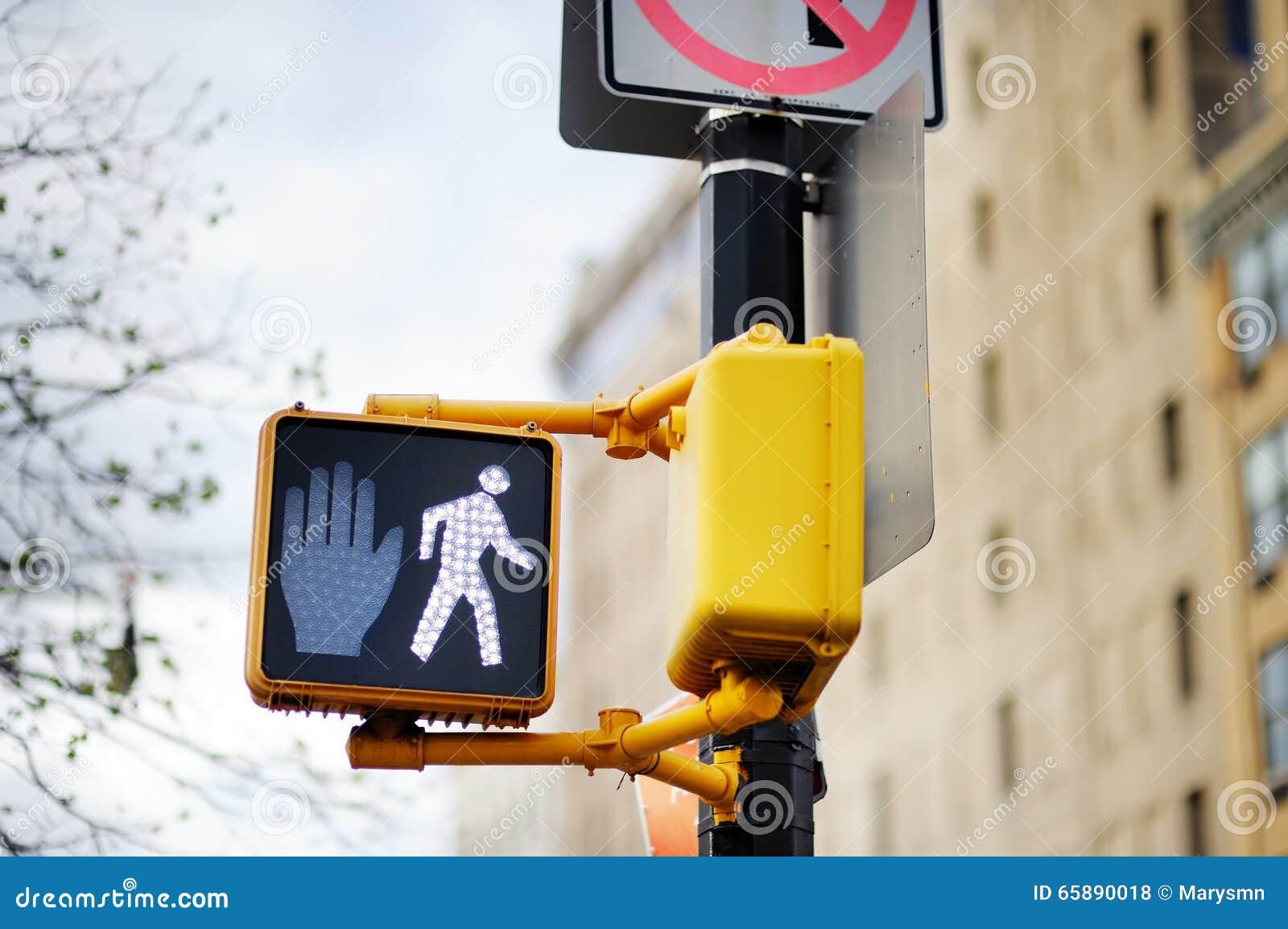 Ne marchent pas le poteau de signalisation de New York