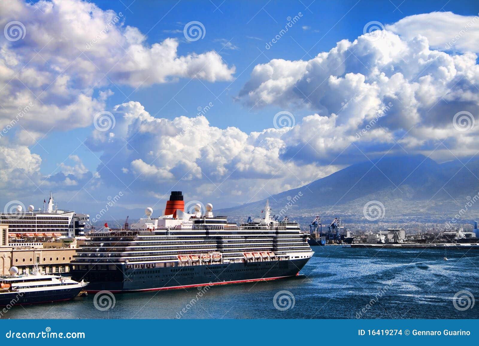 Neapel-Boot im Hafen
