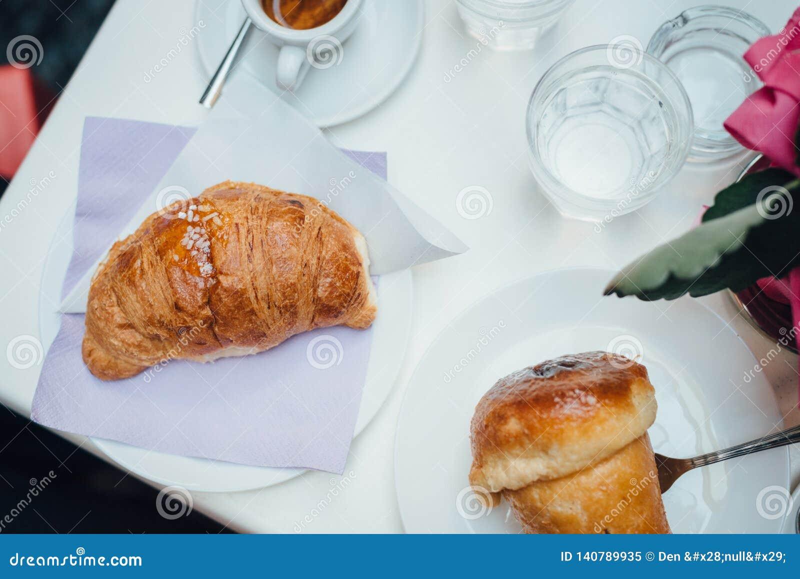Neapolitanisches Frühstück flatlay