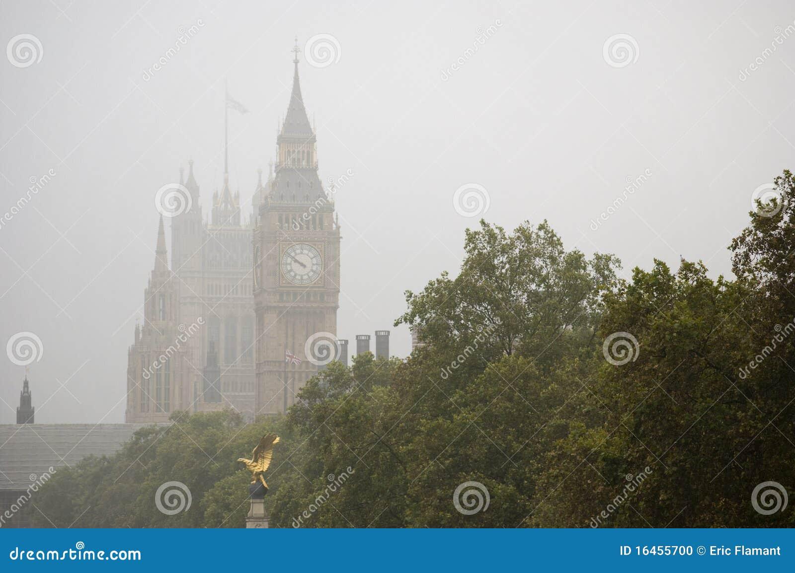 Nebel auf Big Ben stockfoto. Bild von borduhr, herbst ...