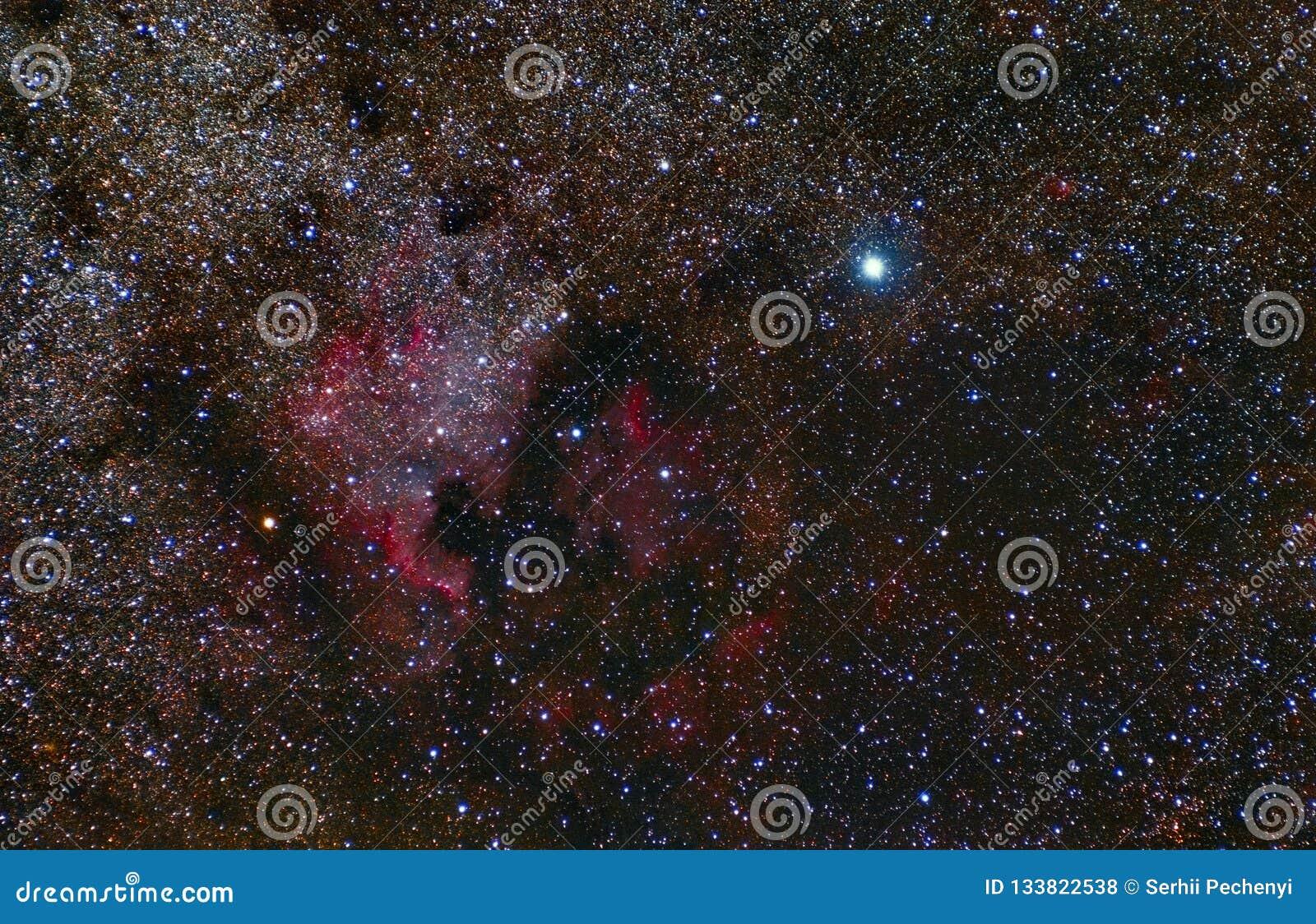 Nebulosa de Norteamérica Constelación del Cygnus deneb Fotografía astronómica del telescopio