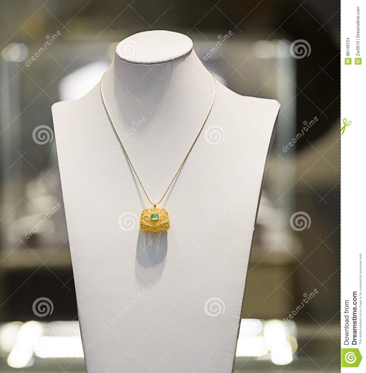 A NECKLACE IN DISPLAY
